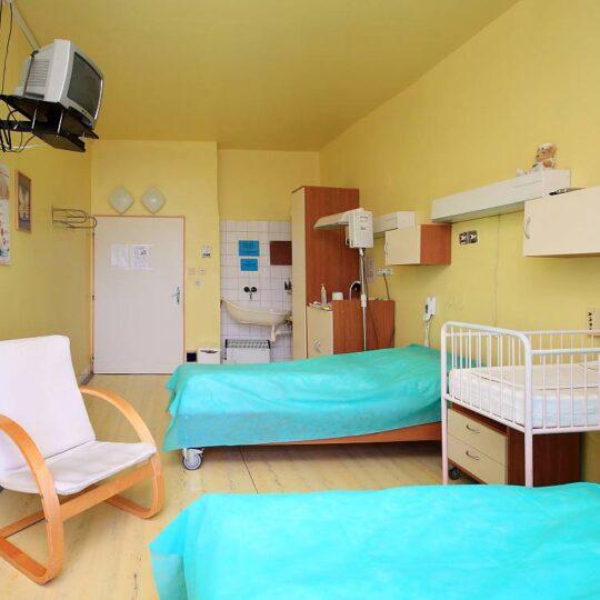 Na úseku late (oneskorený) rooming-in sú maminky pred prepustením domov spolu s bábätkami, ktoré sa narodili choré alebo príliš skoro