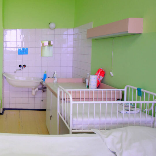 Štandardná izba na úseku rooming-in je pre 2 mamičky a 2 detičky